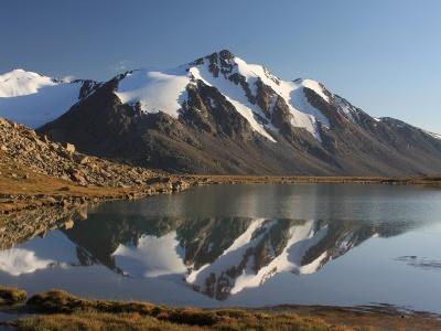 Trekking to the valley of mountainous lakes